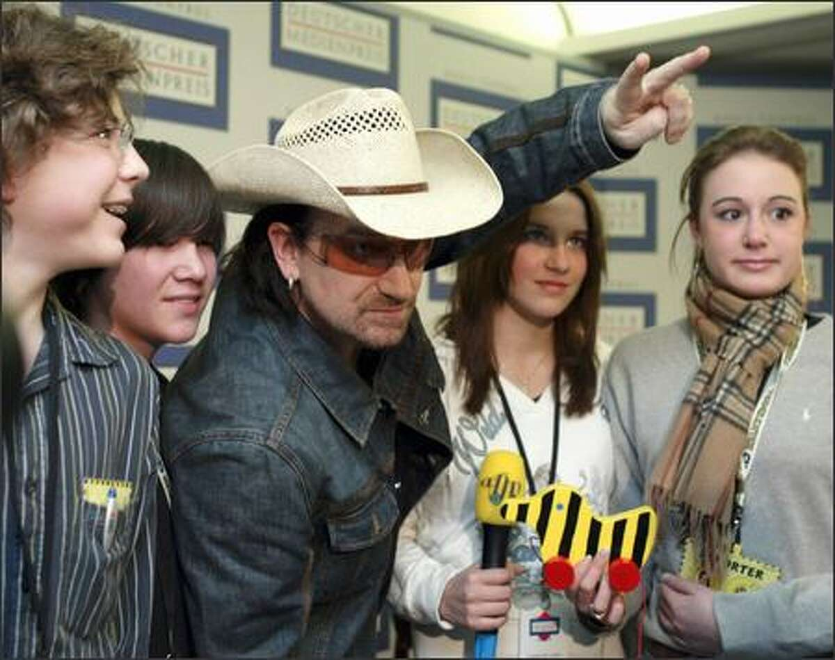 Nothing like wearing a straw cowboy hat in Deutschland to leave high school students wide-eyed. They can be forgiven since the 10-gallon-wearing dude happens to be Bono of U2. The activist Irish rocker was in Baden-Baden Tuesday to receive the German Media Prize for his efforts to aid developing countries.