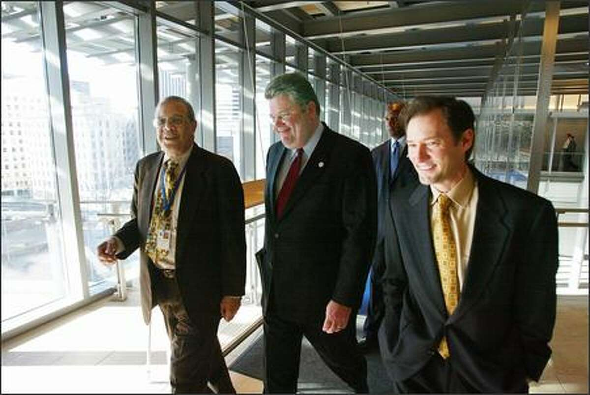 Mayor Greg Nickels appears relaxed as he is escorted to the City Council chambers to deliver his State of the City address yesterday by Councilman Richard McIver, left, and Councilman Peter Steinbrueck.