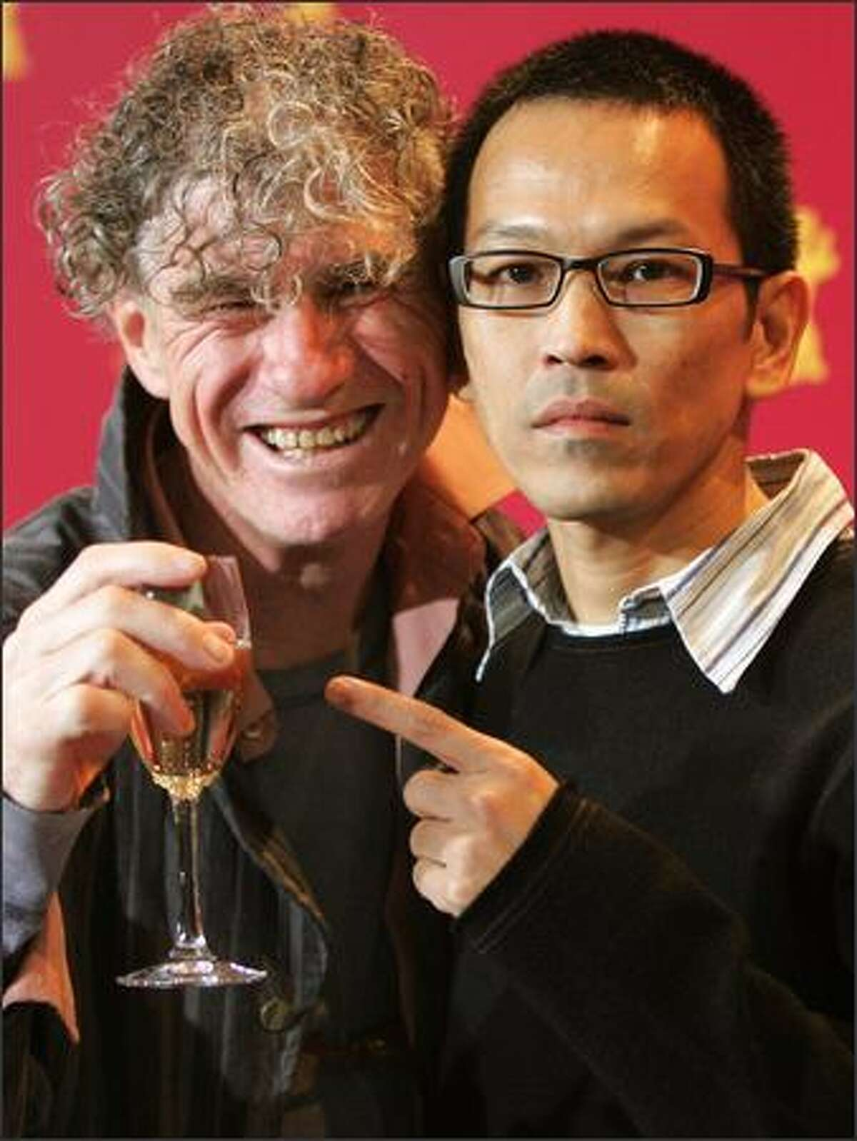The surgeon general has not warned yet that consumption of cheap champagne can cause curly hair. But Thai director Pen-ek Ratanaruang alerts the international media at the Berlin Film Festival to this burgeoning problem by pointing to the suspect bubbly flute drained by Aussie photo director Christopher Doyle.