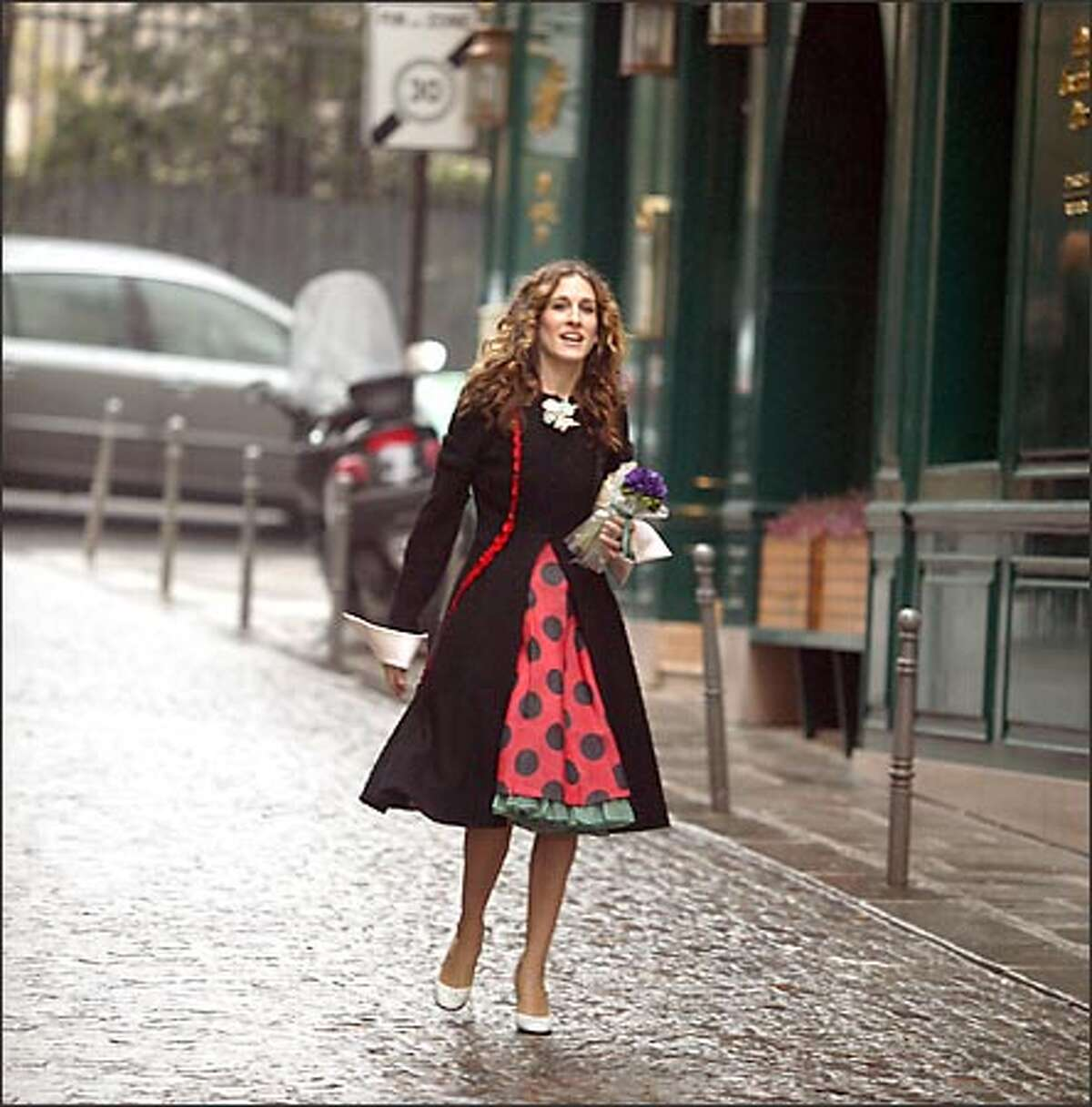 Today, viewers are wondering if Carrie Bradshaw (Sarah Jessica Parker) made the right choice last night.