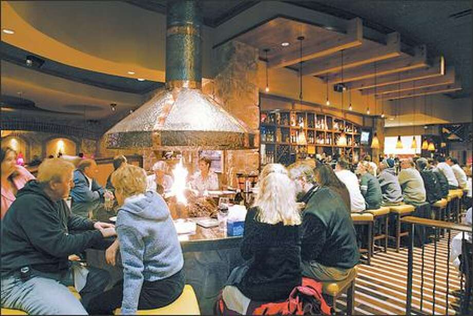 The fireside bar at Romano's Macaroni Grill offers full service. The restaurant in the Alderwood Mall is very popular for birthdays of all ages. Photo: Mike Urban, Seattle Post-Intelligencer / Seattle Post-Intelligencer
