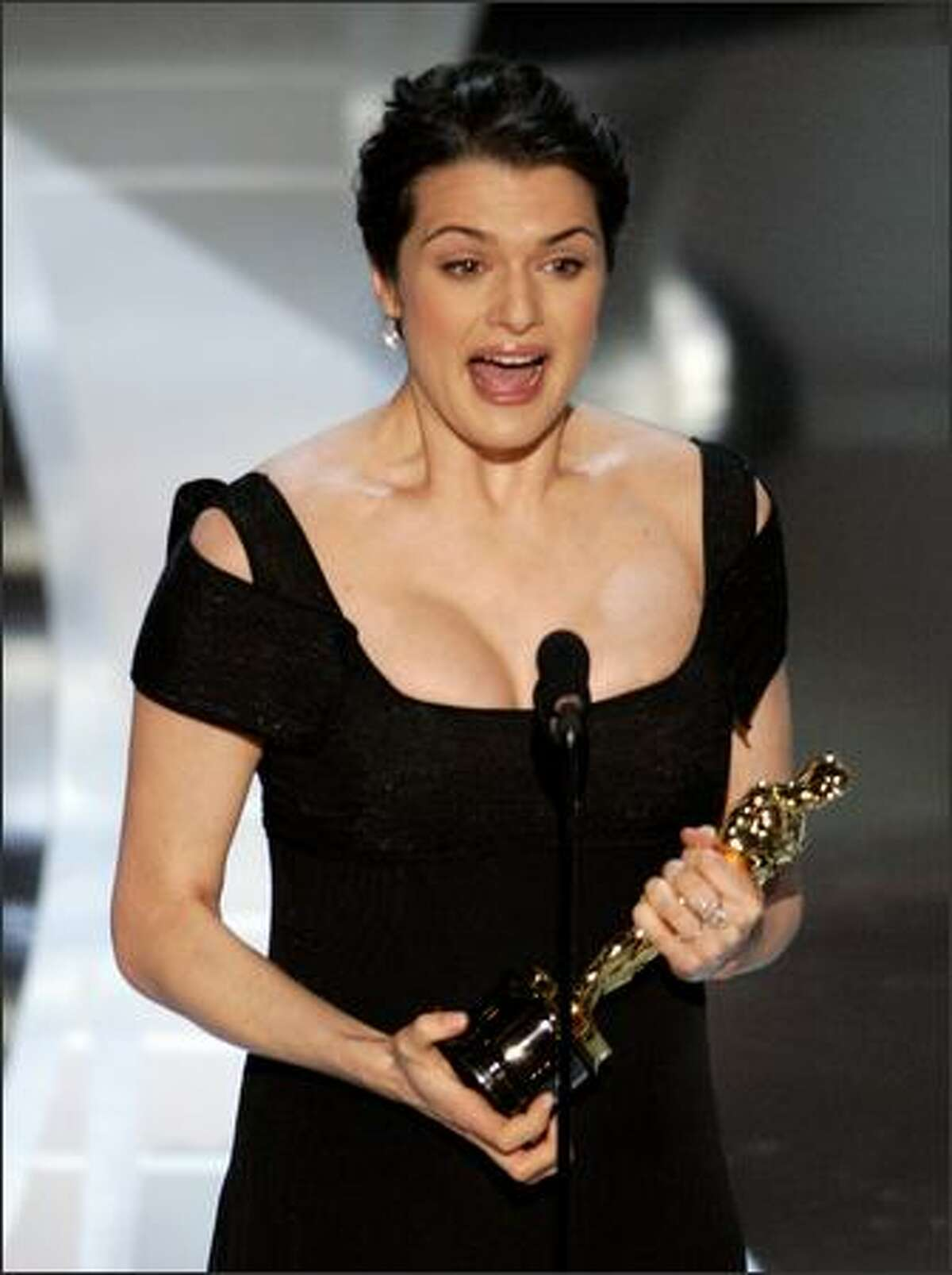 """British actress Rachel Weisz accepts the Oscar for best supporting actress for her work in """"The Constant Gardener"""" at the 78th Academy Awards Sunday, March 5, 2006, in Los Angeles. (AP Photo/Mark J. Terrill)"""