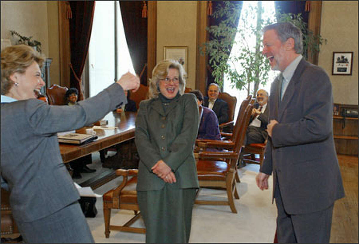 Gov. Christine Gregoire, left, shares a joke yesterday with new DSHS Secretary Robin Arnold-Williams, center, and outgoing Secretary Dennis Braddock. Arnold-Williams, who has worked in the social services field for almost 25 years, officially starts with the controversy-ridden agency next Tuesday.