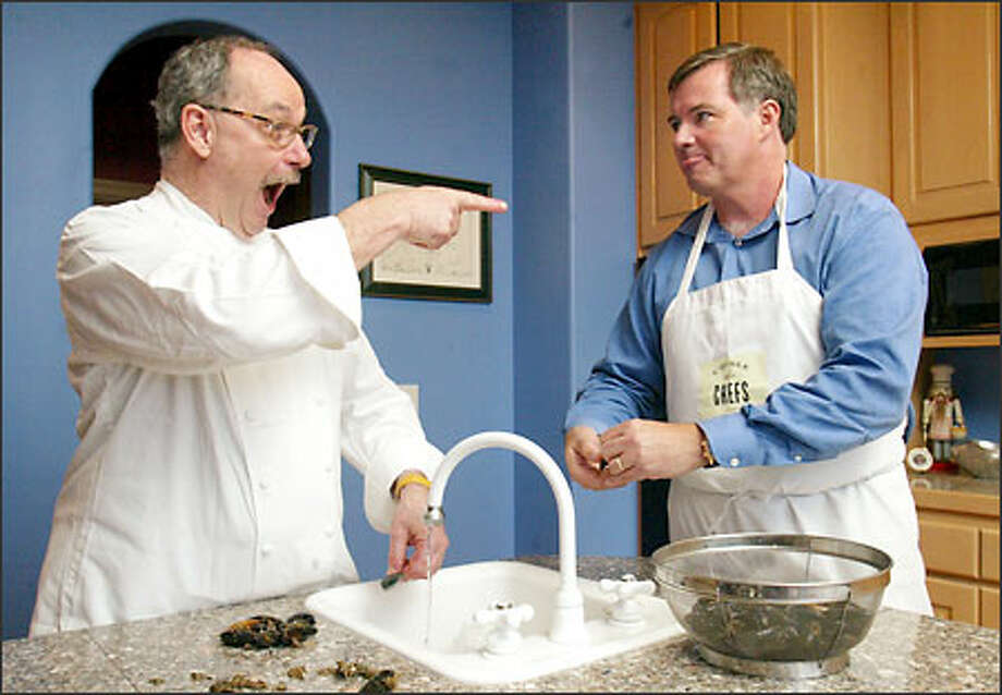 Sharing a kitchen with enthusiastic chef Robert Reynolds is a full-course learning experience. Reynolds, left, jokes with former student Jim Ewel while the two clean mussels at Ewel's home. Portland-based Reynolds will host a dinner Sunday in Seattle. Photo: Mike Urban, Seattle Post-Intelligencer / Seattle Post-Intelligencer