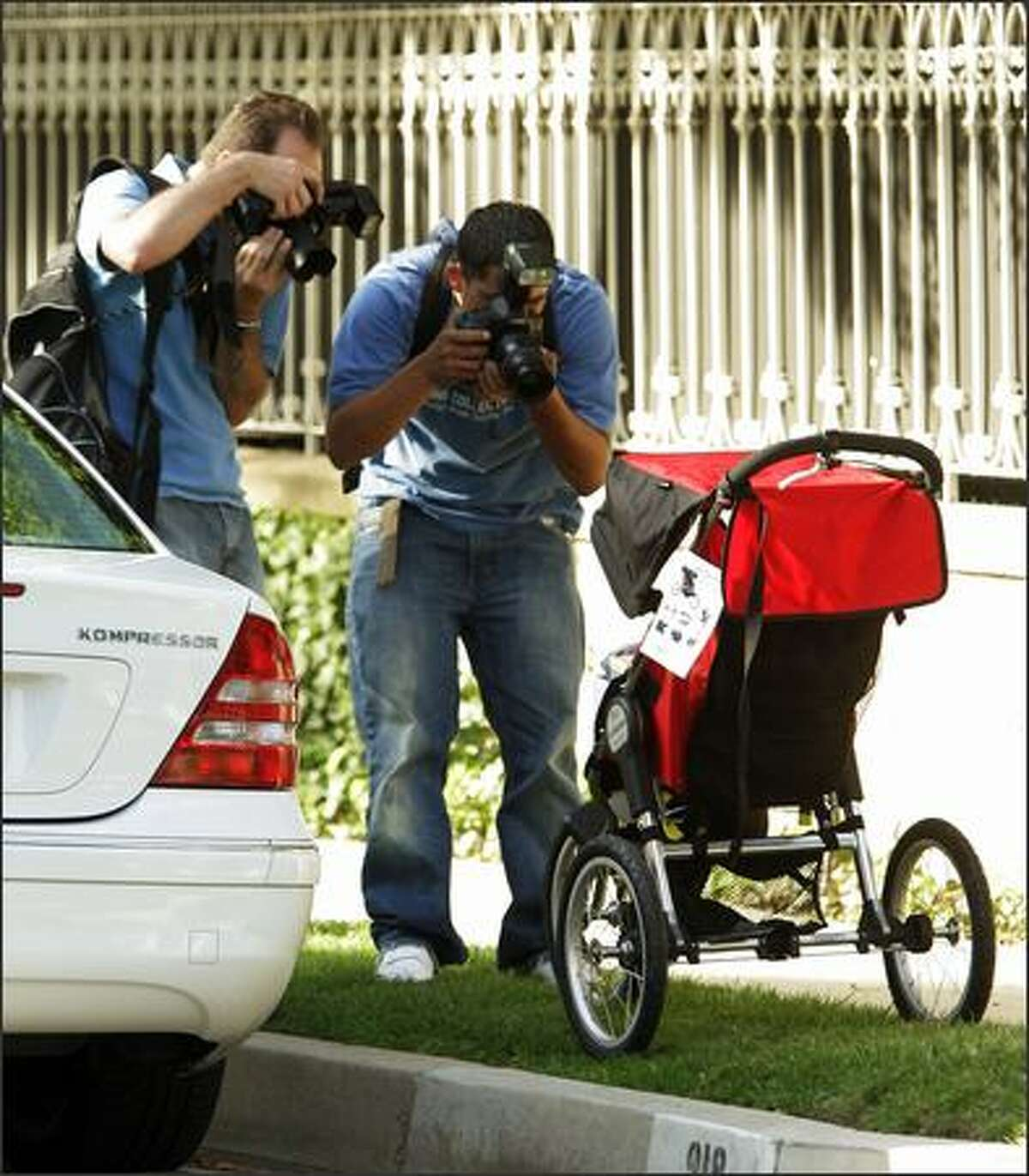We know paparazzi live on a certain measure of desperation -- a glimpse, a sneak peek, an expression can fuel paychecks -- but an empty baby stroller? If it belongs to TomKat, they will shoot it. This Baby Jogger was beset by snapping shutters almost as soon as it was set in front of Cruise's house for delivery.
