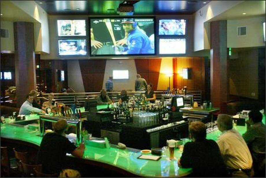 One thing the Fox Sports Grill has going for it is an abundance of TV screens, which might help keep customer's minds off the minor league food and service. Photo: Karen Ducey, Seattle Post-Intelligencer / Seattle Post-Intelligencer