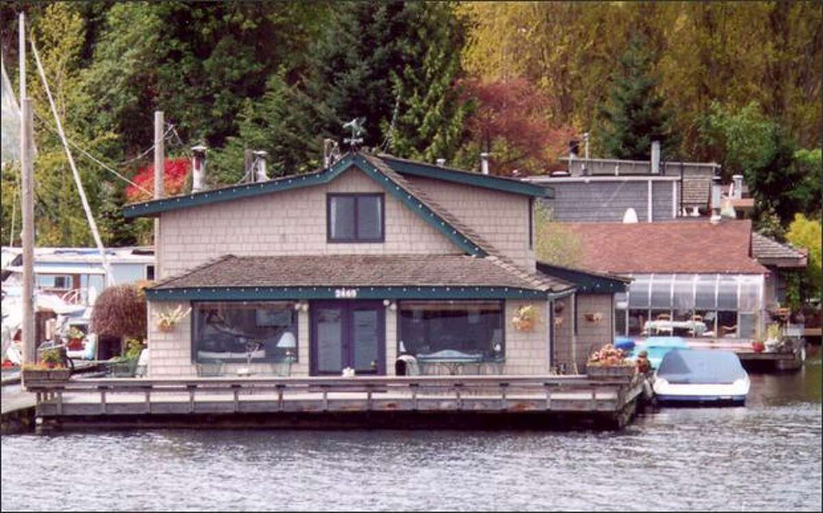 """The """"Sleepless in Seattle"""" houseboat on Lake Union is seen in this May 2001 file photo. It was one of the highlights of an Argosy cruise tour."""