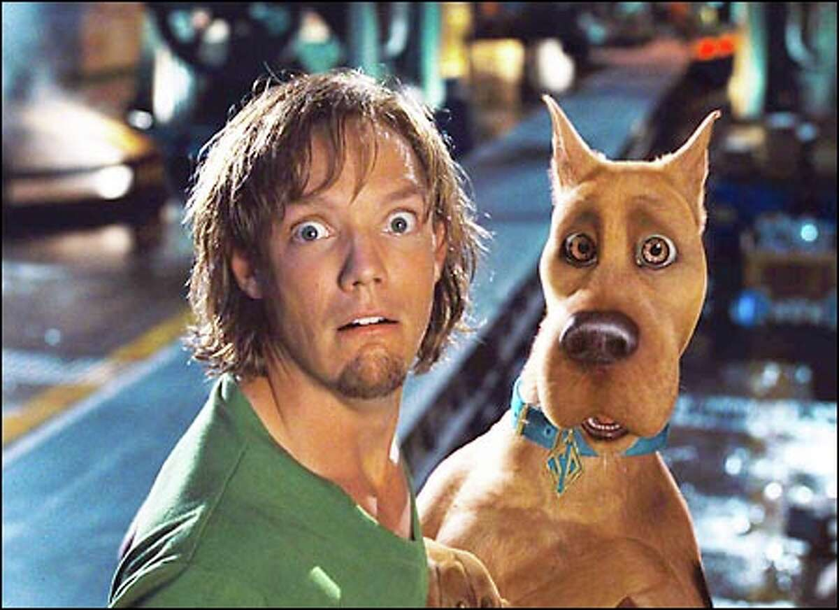Shaggy (Matthew Lillard) goes sleuthing with a computer-generated Great Dane in