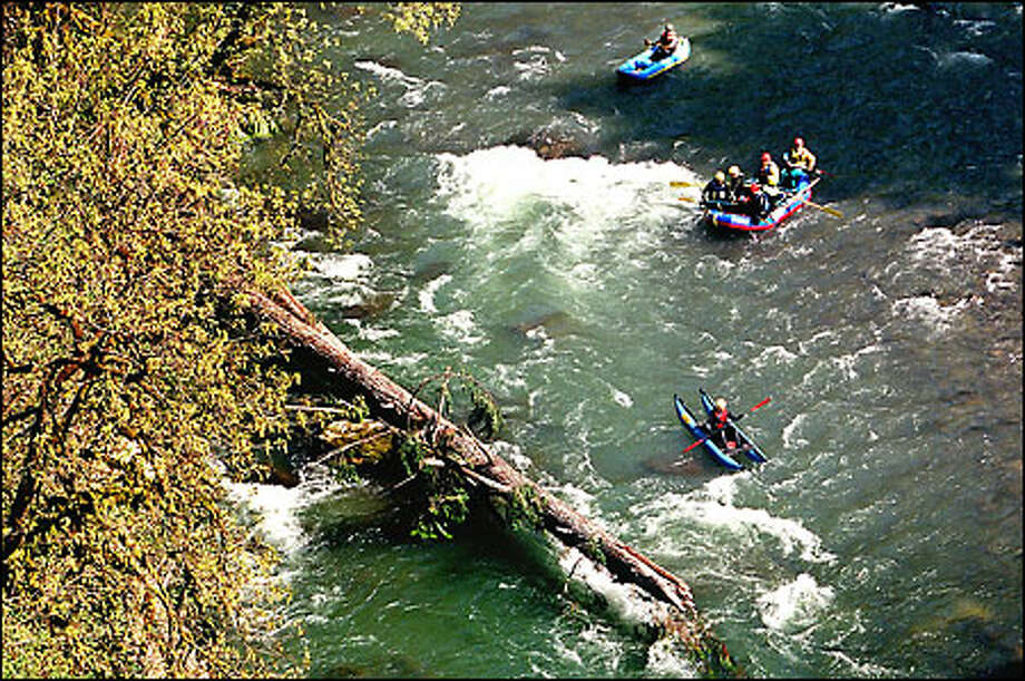 Search-and-rescue workers float down the Green River searching for Larry Bunting Jr., who is feared drowned after he leaped into the river and disappeared Monday near Black Diamond. He was with friends shooting a video on extreme sports. Photo: Dan DeLong, Seattle Post-Intelligencer / Seattle Post-Intelligencer
