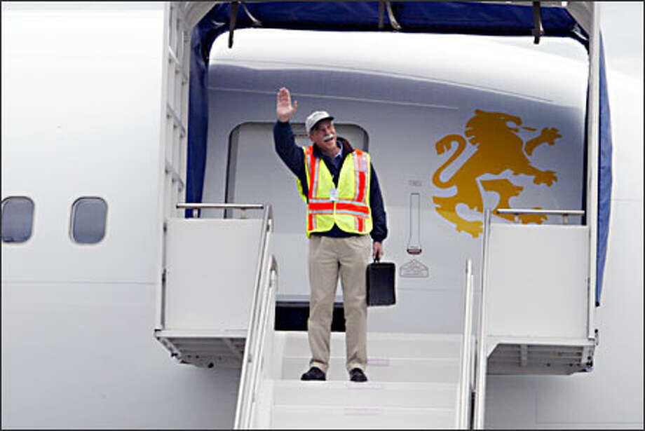 Capt. Buzz Nelson, chief pilot of the 767 program since 1991, greets well-wishers after his final test flight Friday at Paine Field in Everett. Photo: Gilbert W. Arias, Seattle Post-Intelligencer / Seattle Post-Intelligencer