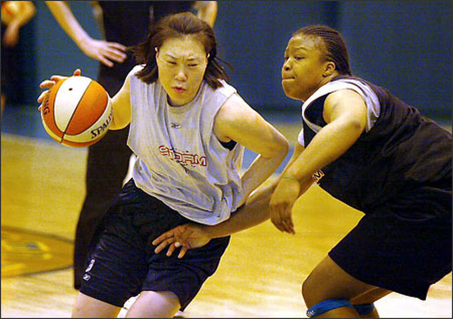 Jung Sun-Min, the Storm's top draft pick, drives against Takeisha Lewis. Jung will be asked to play more on the perimeter. Photo: Paul Joseph Brown, Seattle Post-Intelligencer / Seattle Post-Intelligencer