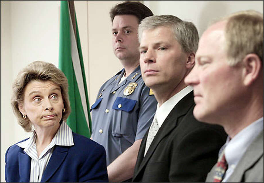 Christine Gregoire, from left, State Patrol Chief Ronal Serpas, U.S. Attorney John McKay and FBI Special Agent in Charge Charlie Mandigo announce the inquiry. Photo: Dan DeLong, Seattle Post-Intelligencer / Seattle Post-Intelligencer