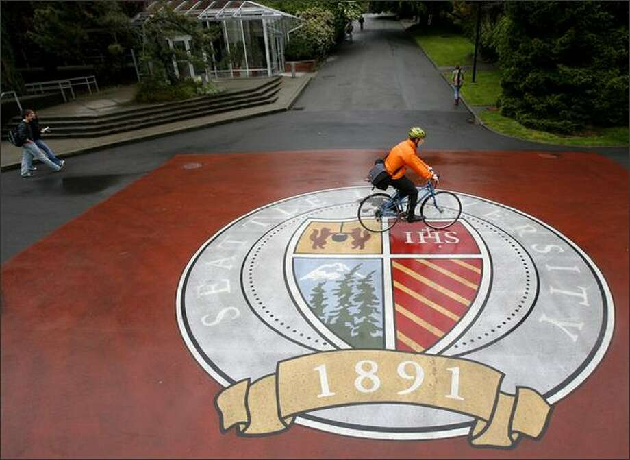 Seattle University students make their way across the downtown school's campus during the lunch hour on Thursday. Photo: Joshua Trujillo, Seattlepi.com / seattlepi.com