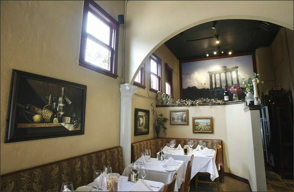 La Dolce Vita's dining room has a slightly dated feel, like the red-sauce spaghetti houses of the 1970s.