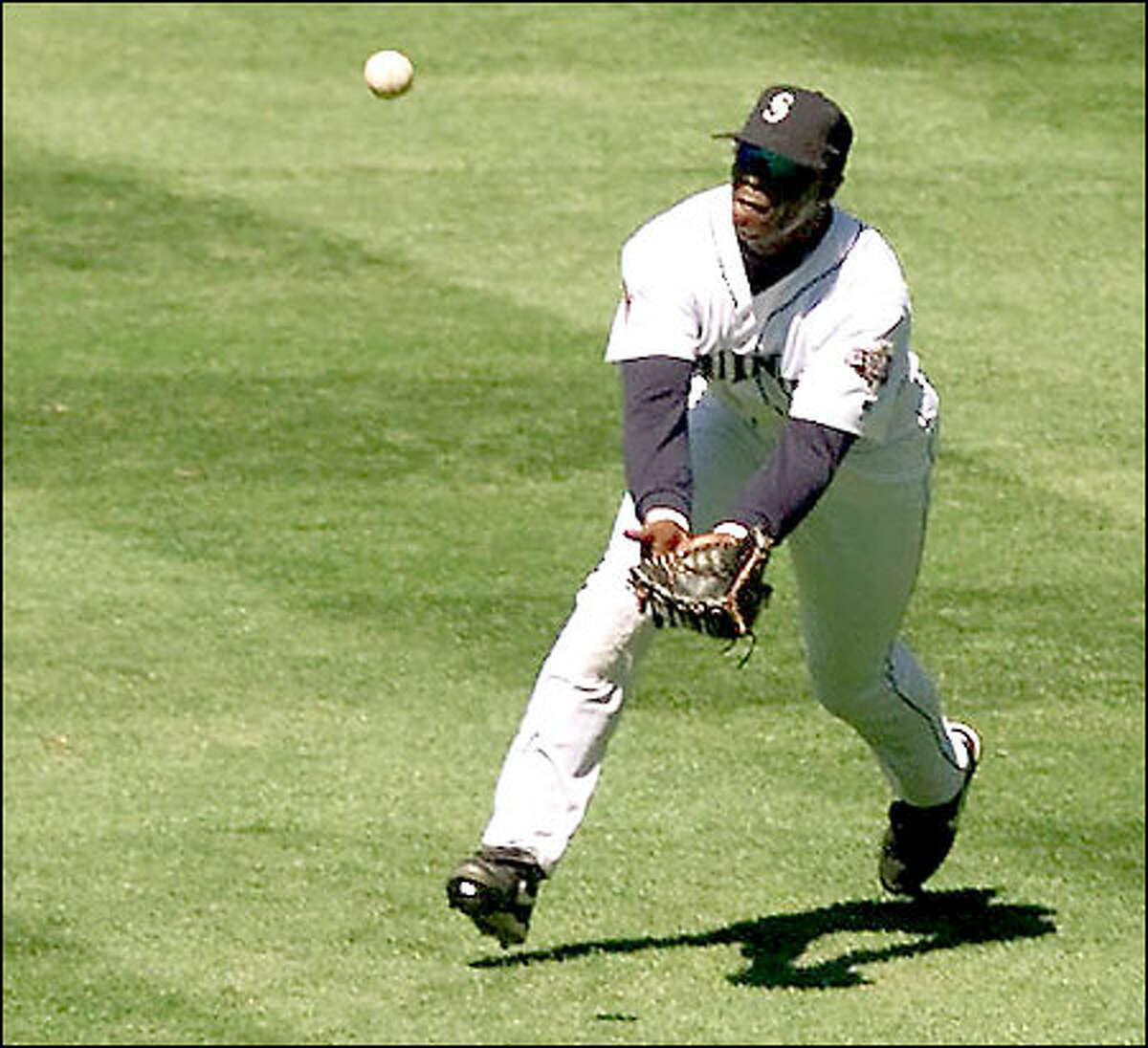 Center fielder Mike Cameron snags a sacrifice fly hit by New York's Bernie Williams in the third inning.