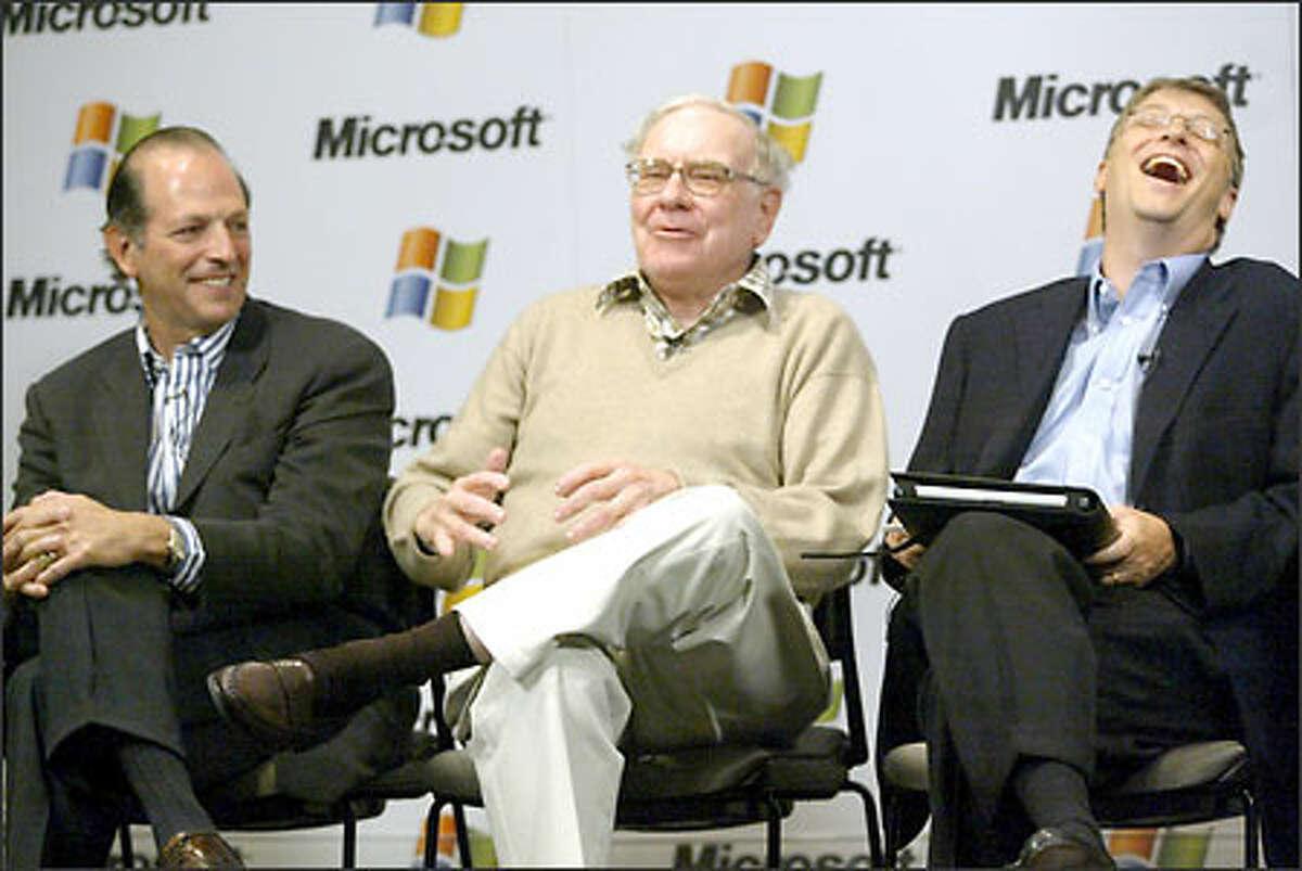 Warren Buffett, center, jokes with Leonard Schrank, left, of the financial cooperative Swift, and Bill Gates as they met the media yesterday in Redmond.