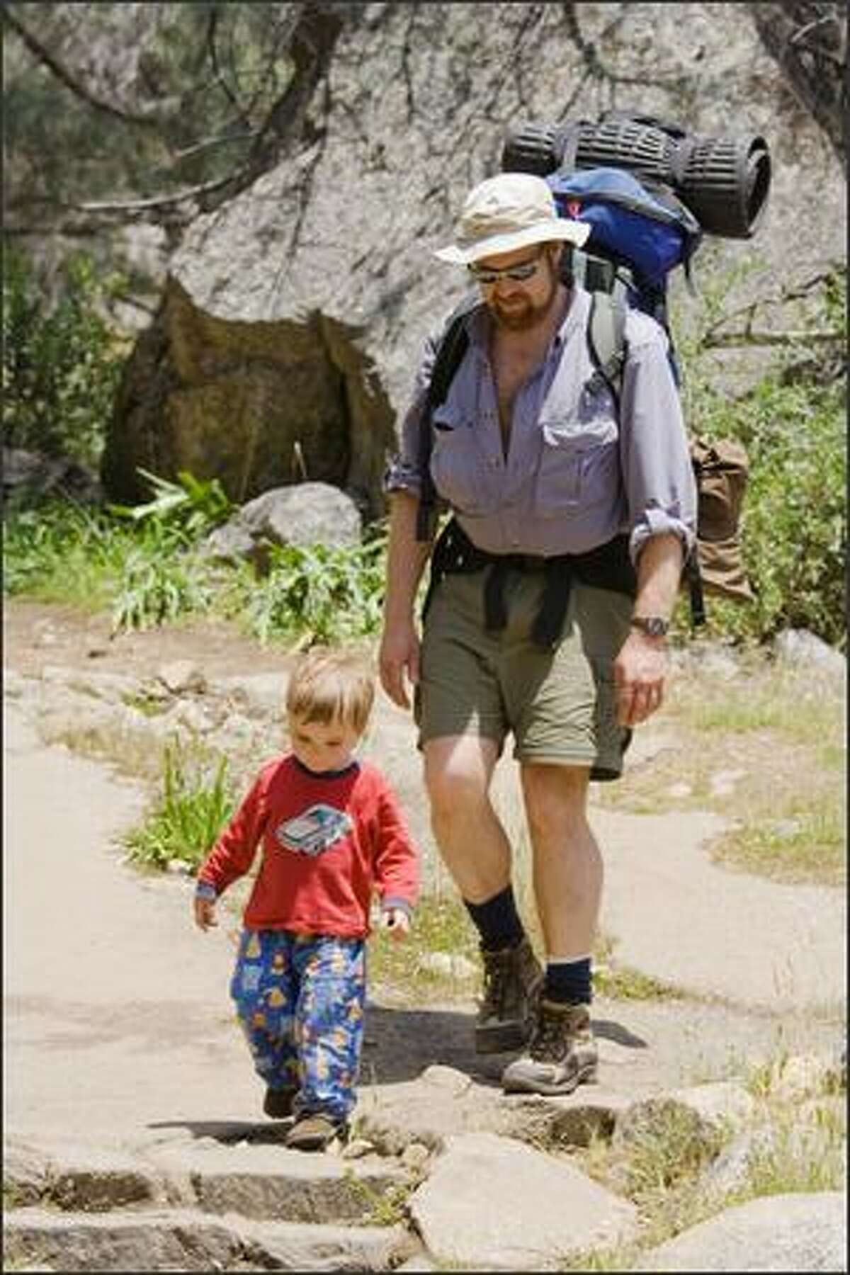 Stephen Shankland and son Levi take a walk in Yosemite.