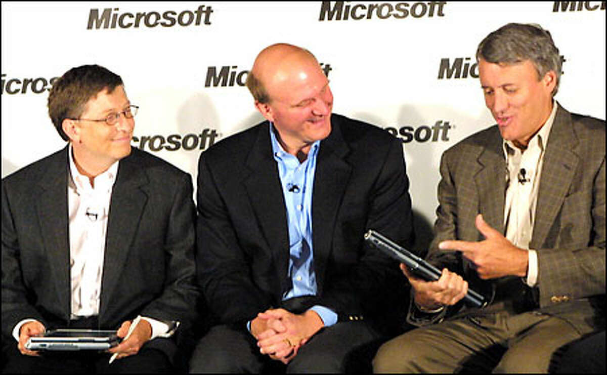 John Eyler, right, chief executive of Toys R Us, talks about the new Tablet PC with, Microsoft Chairman Bill Gates, left, and Chief Executive Steve Ballmer.