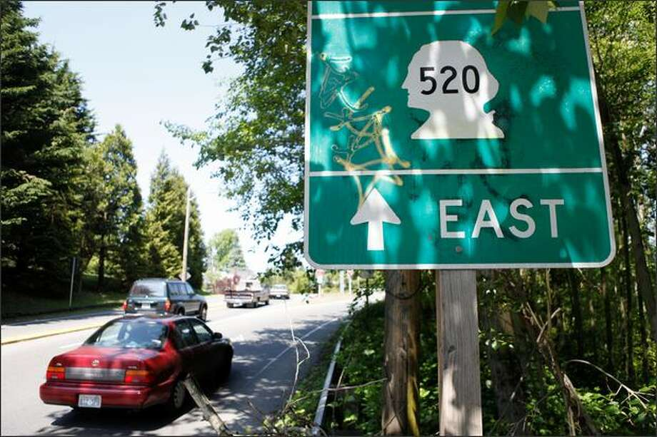 A Seattle Department of Transportation official admitted this road sign for SR-520 east, located in the Arboretum, is misleading. He said SDOT will replace it. Photo: Clifford DesPeaux, Seattlepi.com / seattlepi.com