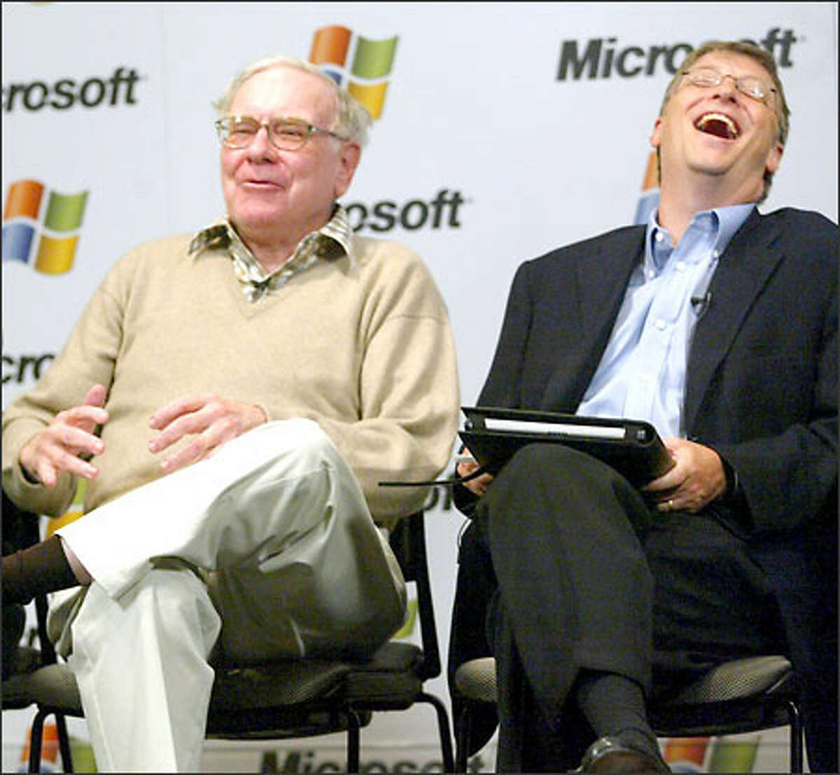 Warren Buffett, chairman and chief executive of Berkshire Hathaway, and Bill Gates keep the audience laughing during a news conference at last week's CEO Summit at Microsoft.