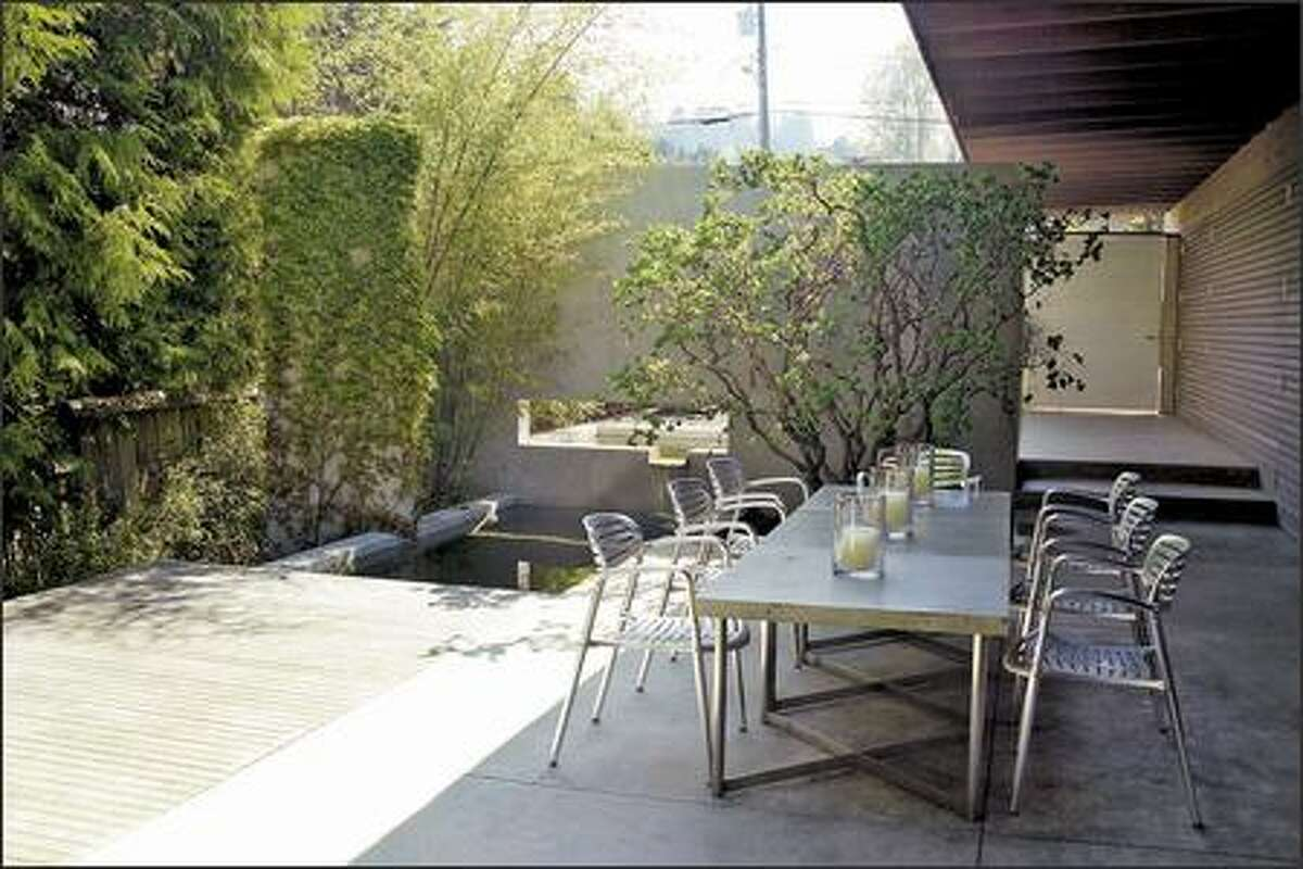 The protected front courtyard becomes another usable room of the house, allowing for more interior-exterior continuity.