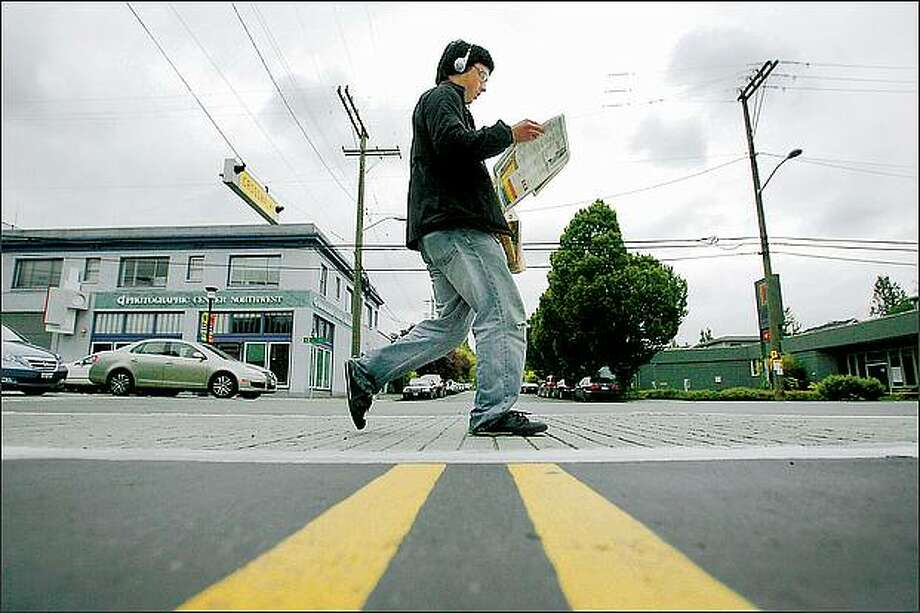 "Toby Worman heads for home along 12th Avenue near East Marion Street in Capitol Hill on Wednesday. The neighborhood was given a ""walkable"" score of 100 by walkscore.com, a Seattle-based Web site. Photo: Scott Eklund, Seattle Post-Intelligencer / Seattle Post-Intelligencer"