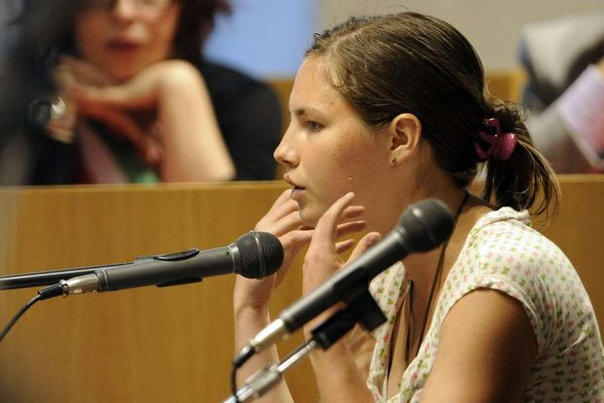 Amanda Knox testifies at the sitting of the Meredith Kercher murder trial at the Perugia courthouse on June 13, 2009 in Perugia, Italy. Amanda Knox and her former Italian boyfriend Raffaele Sollecito have been charged with the murder of British student Meredith Kercher on Nov. 1, 2007 in Italy.