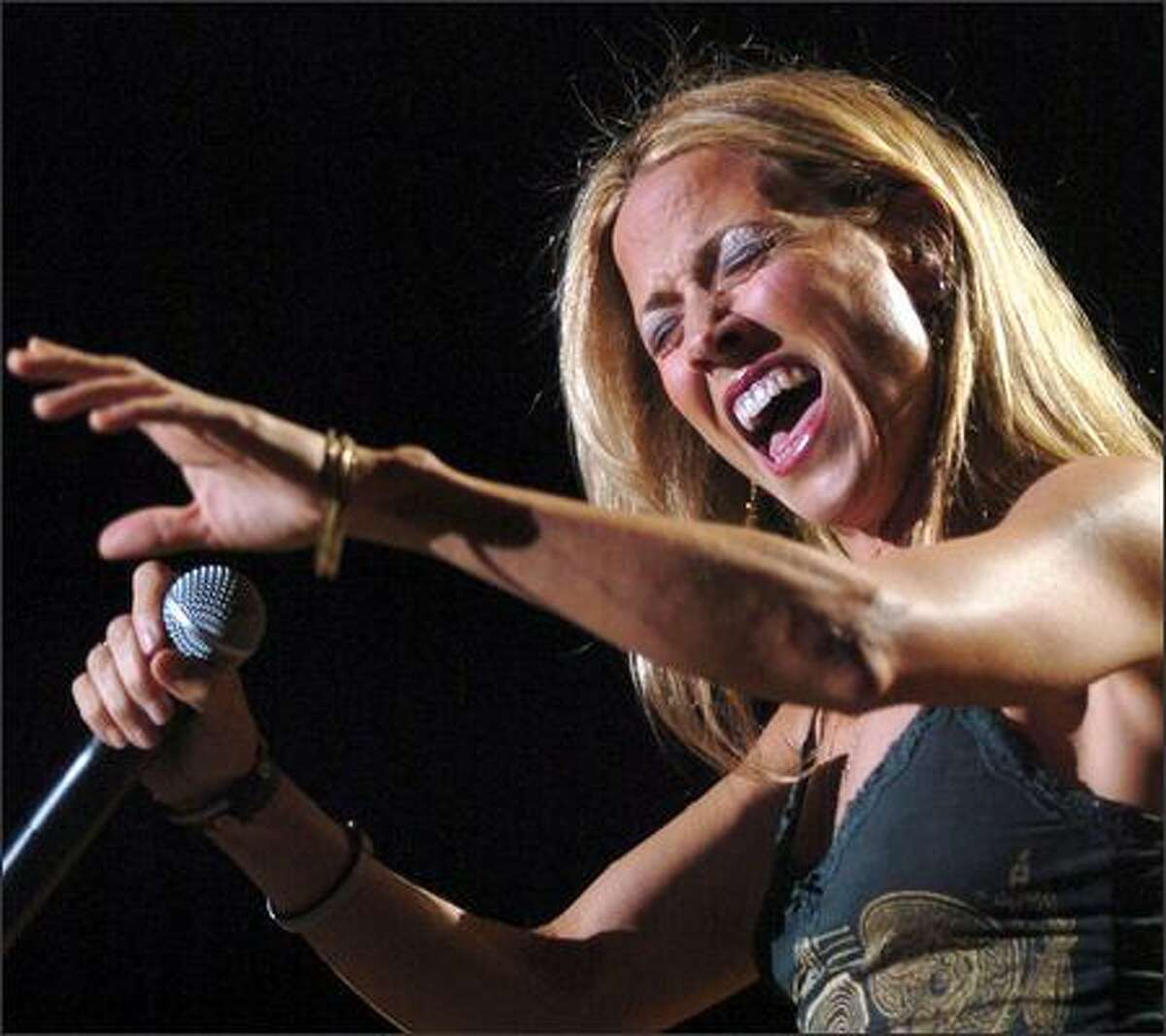 Sheryl Crow knocks 'em back in Council Bluffs, Iowa, as part of her 2006 Wildflower Tour. Wildflower is also the title of her new CD, her first in three years and much praised by critics.