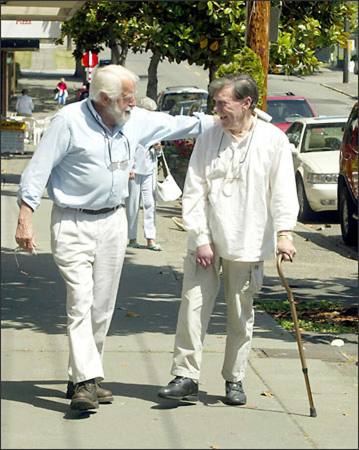 The best of Seattle broadcast journalism: Bob Simmons and Don McGaffin, who worked together at KING-TV, remained longtime friends. Photo: Phil H. Webber, Seattle Post-Intelligencer / Seattle Post-Intelligencer