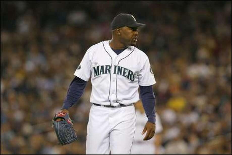 Arthur Rhodes has words for plate ump Alfonso Marquez before being pulled in the eighth inning. He struck out four of the seven men he faced. Photo: Gilbert W. Arias, Seattle Post-Intelligencer / Seattle Post-Intelligencer