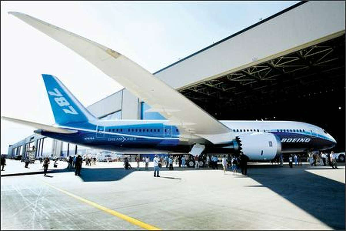 Boeing employees, retirees, airplane executives and media gawked at the new 787 Dreamliner, and its lengthy wingspan, at its unveiling Sunday in Everett.