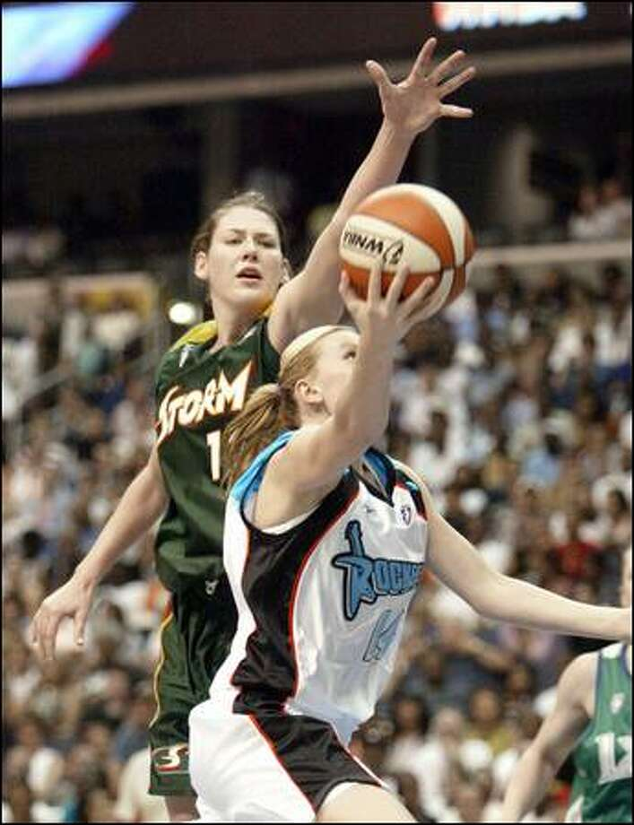 Lauren Jackson of the Storm contests a shot by Penny Taylor of the Cleveland Rockers in the second half. Rookie Sue Bird, Jackson's Seattle teammate, had seven assists, but just two points on 1-for-8 shooting. Photo: Associated Press / Associated Press