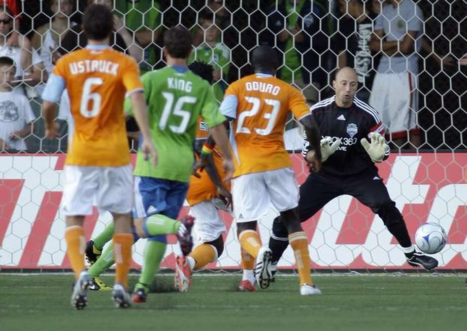 Seattle Sounders goalkeeper Kasey Keller, right, can't stop a goal by Houston Dynamo's Ade Akinbiyi, obscured by other players, in the first half of a U.S. Open Cup semifinal soccer match in Tukwila. (AP Photo/Ted S. Warren) Photo: Associated Press / Associated Press