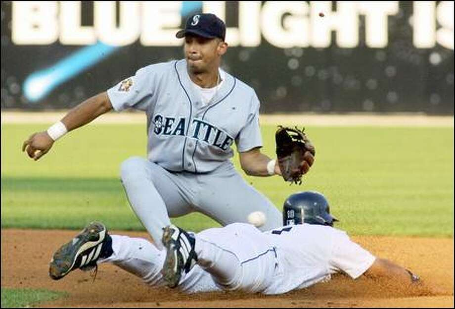 Detroit's Roger Cedeno steals second base as Seattle Mariners shortstop Carlos Guillen misplays the pickoff throw in the first inning. Photo: Associated Press / Associated Press