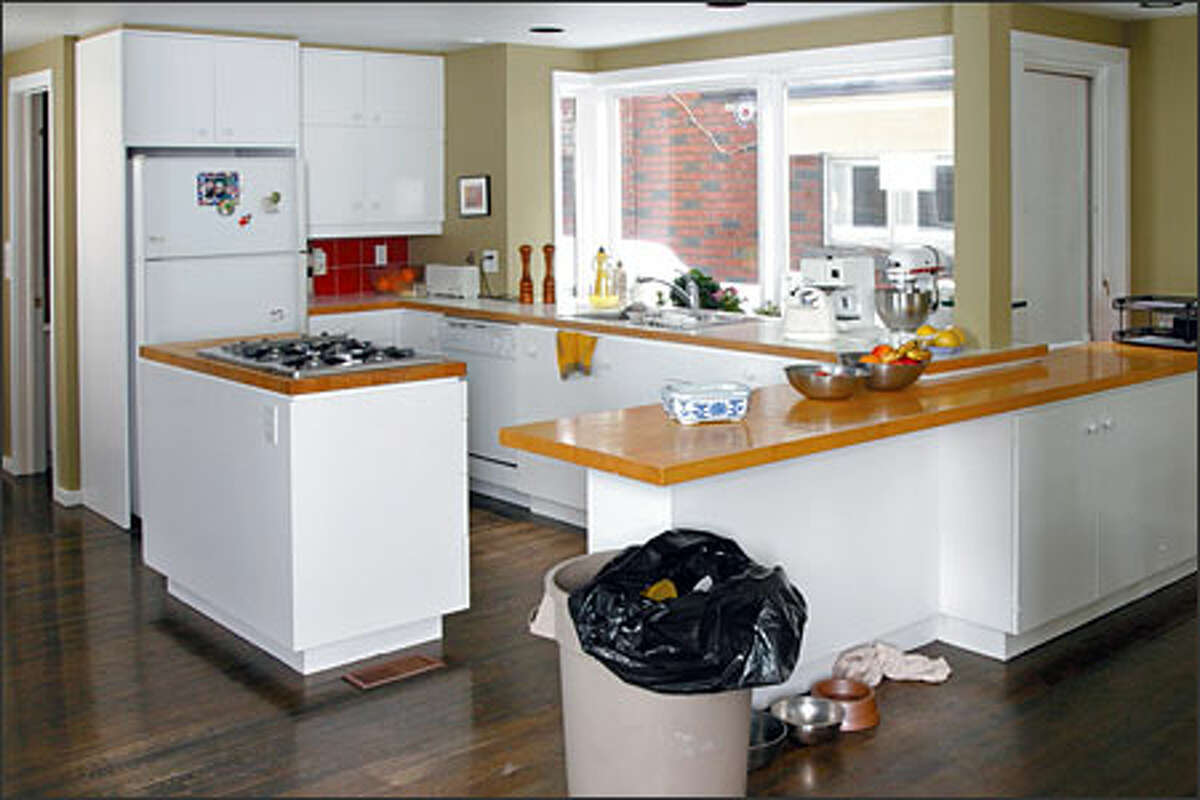The kitchen of Zoska and Martin was a bland, sterile room desperately in need of a bold facelift.