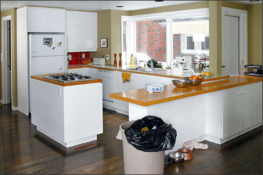 The kitchen of Zoska and Martin was a bland, sterile room desperately in need of a bold facelift. Photo: HGTV / HGTV