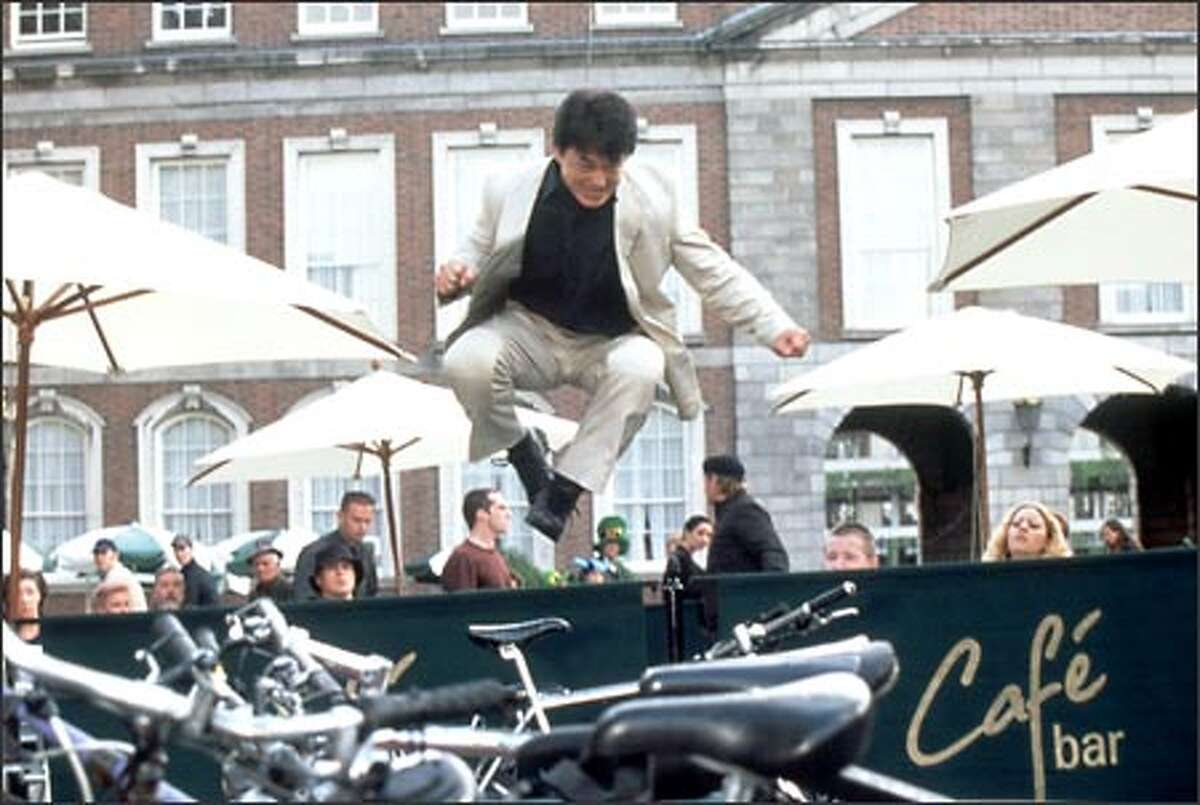 Assigned to Interpol, Hong Kong police detective Eddie Yang (Jackie Chan) must make the leap to Europe in order to thwart a villain after a medallion that possesses