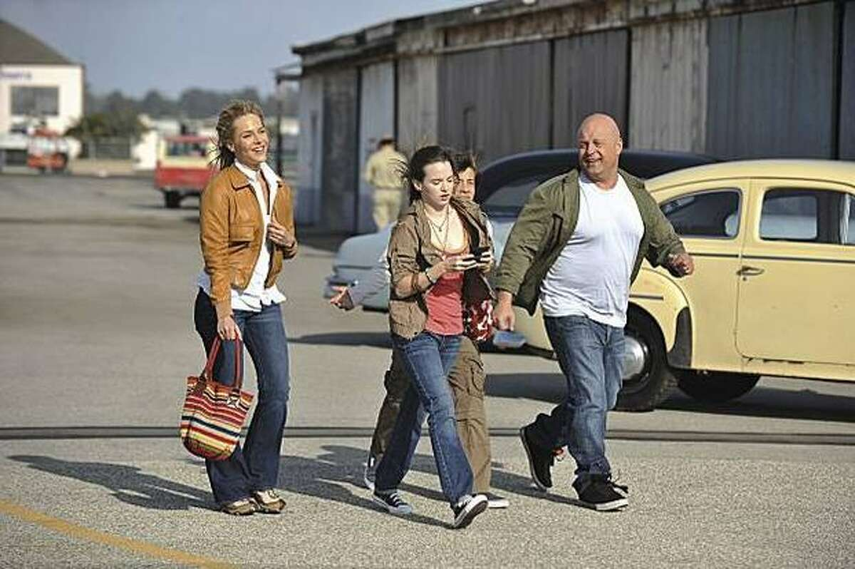 """""""No Ordinary Family,"""" with Michael Chiklis (right), uses a formula that will be familiar to fans of """"The Incredibles."""""""