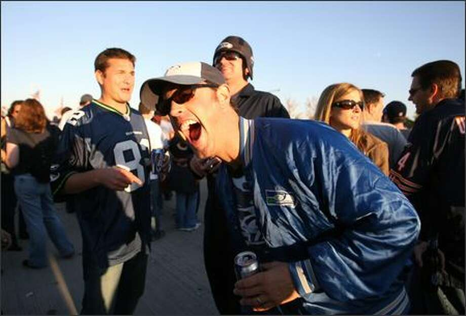 Seahawks fan David Masin, from Mercer Island, yaks it up with some Chicago Bears fans in the parking lot outside Soldier Field before the two NFL teams faced off. Photo: Scott Eklund, Seattle Post-Intelligencer / Seattle Post-Intelligencer