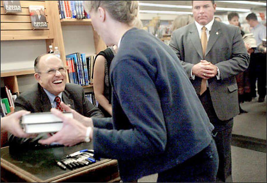 Rudolph Giuliani brought his humor and his leadership advice to a book signing at the University of Washington Bookstore in the University District. Photo: Renee C. Byer, Seattle Post-Intelligencer / Seattle Post-Intelligencer