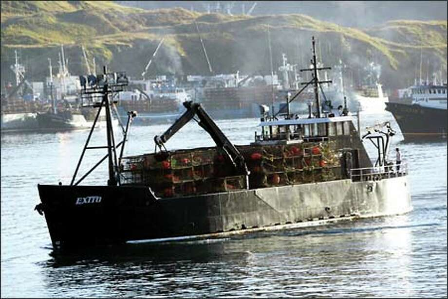 P-I reporter Mike Lewis and photographer Karen Ducey spent the crabbing season aboard the F/V Exito. Photo: Karen Ducey, Seattle Post-Intelligencer / Seattle Post-Intelligencer