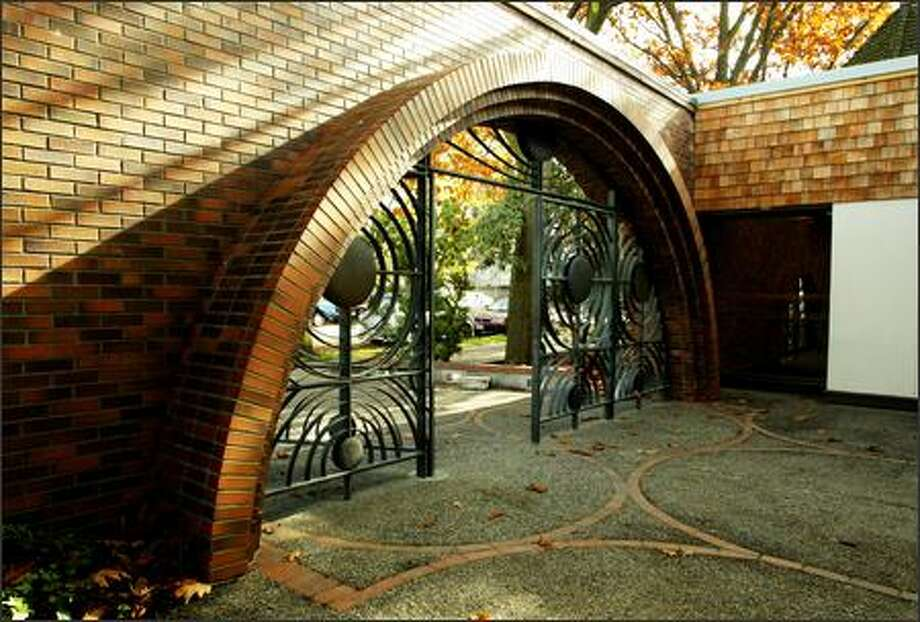 The Lake City branch's neighbors prevailed in keeping its 1965 design, which included sculptor George Tsutakawa's bronze gates. Photo: Gilbert W. Arias, Seattle Post-Intelligencer / Seattle Post-Intelligencer