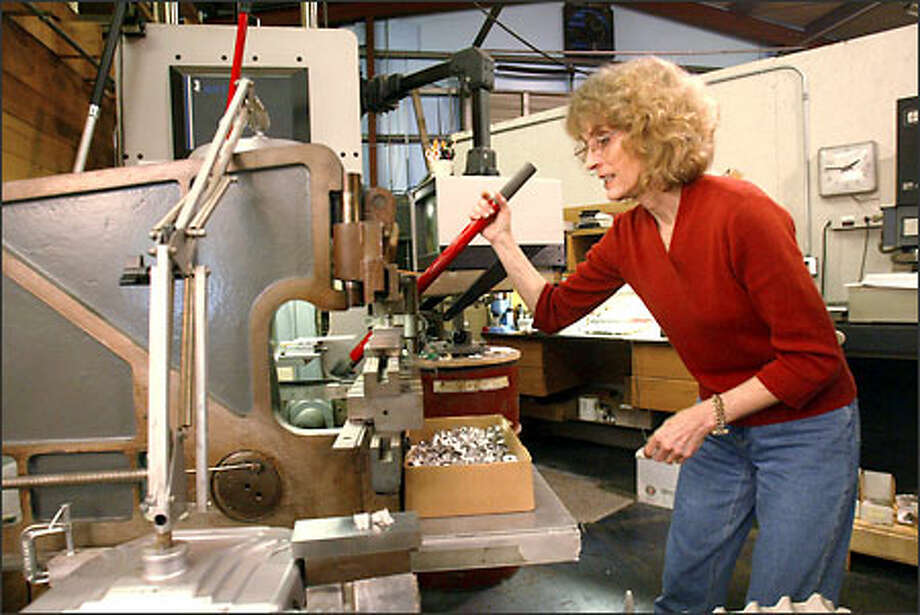 """Elaine King operates a brake at Form Factor Inc. in Fremont. Downsizing hasn't hurt Form Factor's ability to market its services. """"This business has always been so word-of- mouth,"""" King says. Photo: Mike Urban, Seattle Post-Intelligencer / Seattle Post-Intelligencer"""