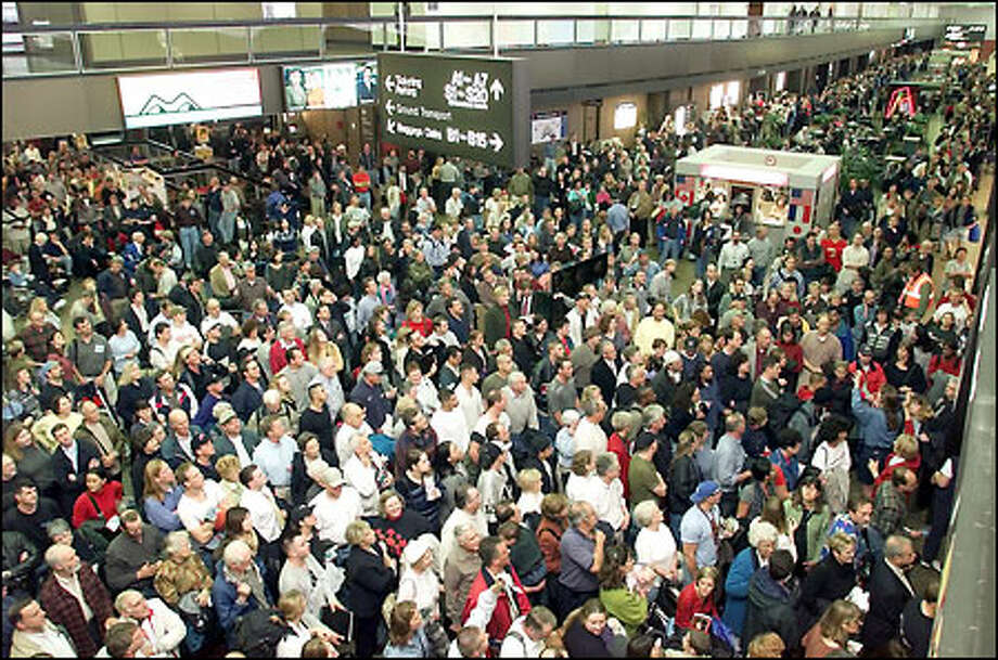 Let's hope Sea-Tac doesn't look like this on Wednesday. Photo: Mike Urban, Seattle Post-Intelligencer / Seattle Post-Intelligencer