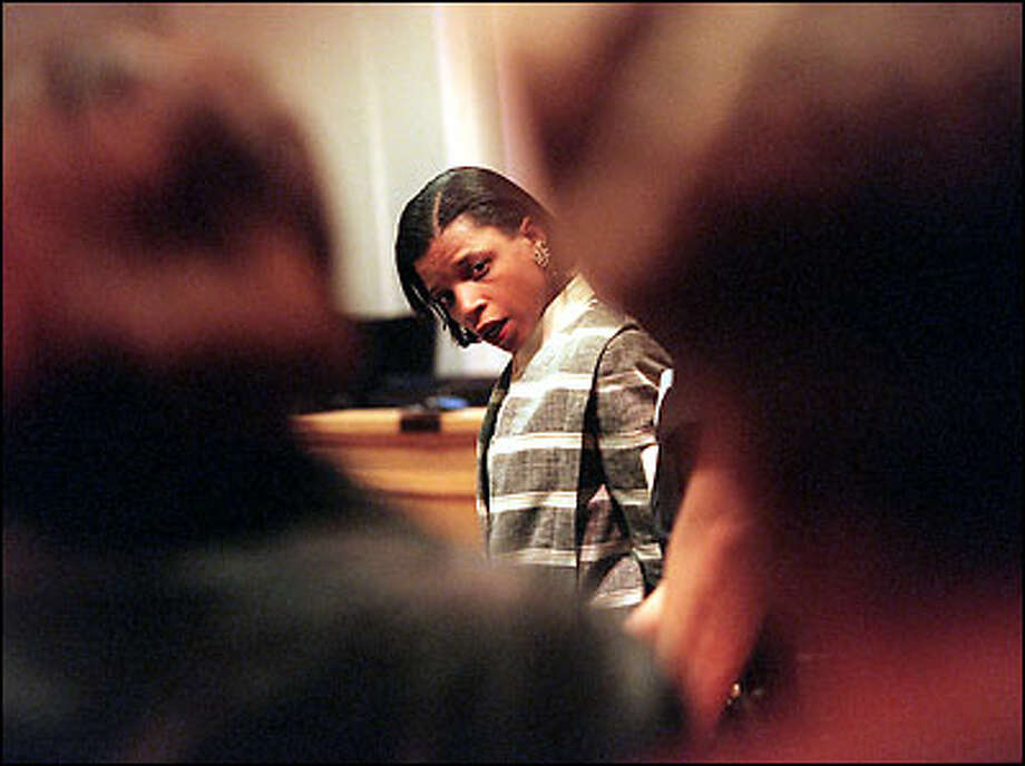 Handcuffed and in tears, Tonya Michelle Jones turns to look at her mother and another relative in the courtroom after a jury convicted her of second-degree murder. Her dying husband told police she had doused him with gasoline and set him afire. Photo: Grant M. Haller, Seattle Post-Intelligencer / Seattle Post-Intelligencer