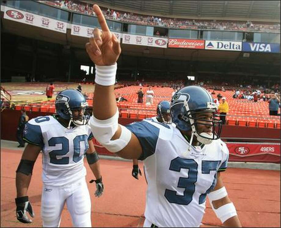 Seahawks' Shaun Alexander, with Maurice Morris (20) and Mack Strong (38), enter the field for warmups before their game against the San Francisco 49ers at Monster Park in San Francisco. Photo: Dan DeLong, Seattle Post-Intelligencer / Seattle Post-Intelligencer