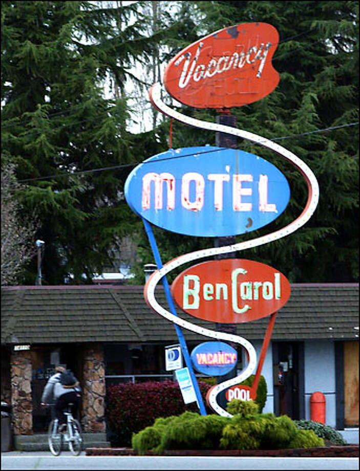 ">""I remember thinking I could do something to help them,"" says the Ben Carol Motel's night manager of the women who used to walk by in droves, before the city incorporated. Photo: Jeff Larsen, Seattle Post-Intelligencer / Seattle Post-Intelligencer"