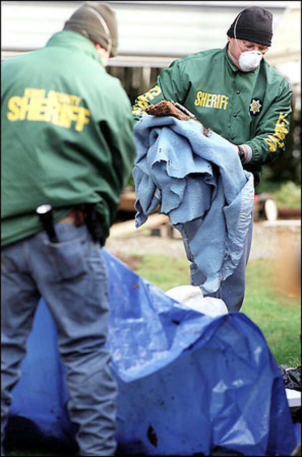Police investigators excavate in the backyard of the Auburn home of Gary Ridgway looking for clues in the Green River killings. Photo: Paul Joseph Brown, Seattle Post-Intelligencer / Seattle Post-Intelligencer