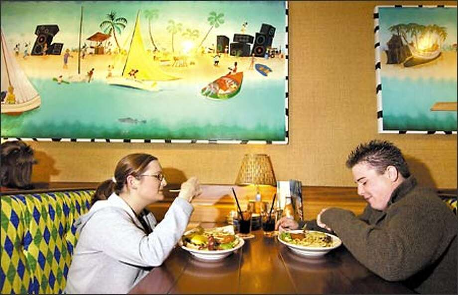 Ashley Gammons, left, and Chris Cassady enjoy their meal at Bahama Breeze in Tukwila. It's hard to avoid long waiting lines at the kid-friendly eatery. Photo: Ron Wurzer, Seattle Post-Intelligencer / Seattle Post-Intelligencer