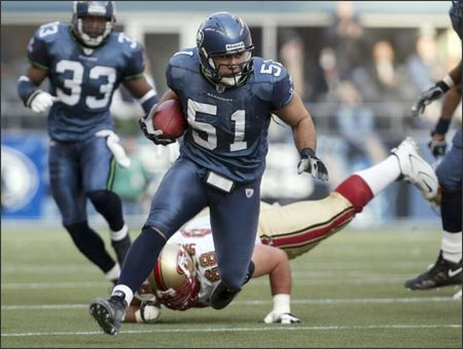 Seahawks' Lofa Tatupu runs back his interception as San Francisco 49ers' Adam Snyder falls in his trail during second quarter action. Photo: Mike Urban, Seattle Post-Intelligencer / Seattle Post-Intelligencer